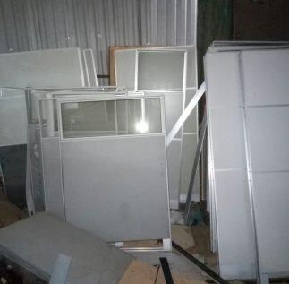 Thu mua đồ văn phòng bàn ghế, vách ngăn giá cao 0983967373